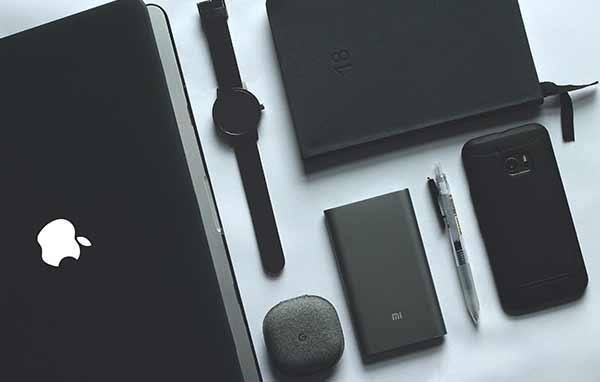Eine Ansammlung von Markengeräten der Firma Apple.