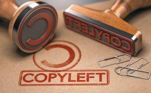 Zwei Stempel, einer in Form des umgekehrten Copyright-Symbols, der andere mit der Aufschrift 'Copyleft'.