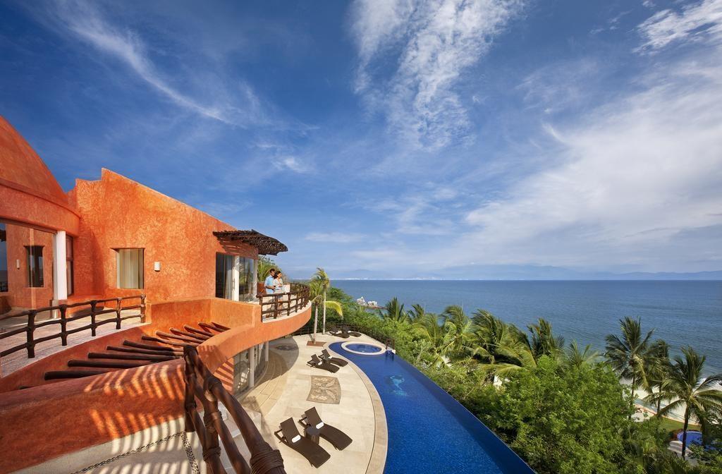 View of resort, beach and ocean at Mariposa, Punta Mita, Mexico.