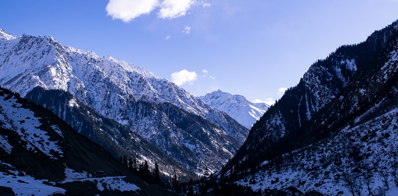 A picture of snowy mountains.