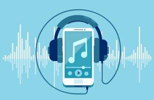 Ein Mobiltelefon, das Kopfhörer trägt, auf dem sich auch Dateien um FLAC-Audioformat abspielen lassen.