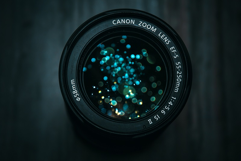 A picture of a Canon camera lens.