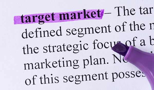 In einem Lexikoneintrag ist das Wort 'Zielmarkt' mit einem Textmarker hervorgehoben.