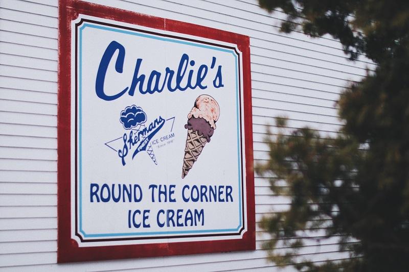 An ice cream sign on a building.