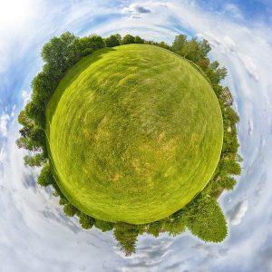 Ein Panoramablick auf eine Landschaft.