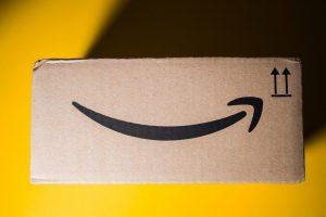 Ein Amazon-Paket, ein Beispiel für Marken-Assets.