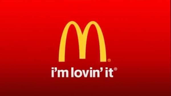 Der Slogan und das Logo von McDonald's.