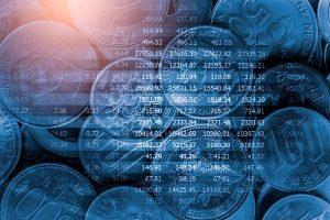 Abbildung von Geldmünzen in einer digitalen Umgebung, symbolisch kennzeichnend, dass der Kostenfaktor bei OneDrive und Google Drive im Vergleich eine Rolle spielt.