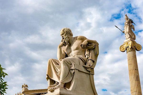 Die Abbildung einer Statue eines Mannes.