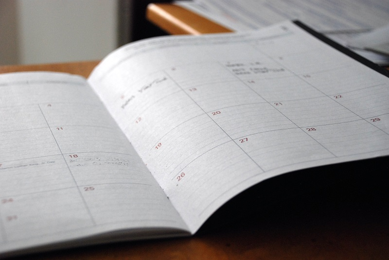 An open calendar.