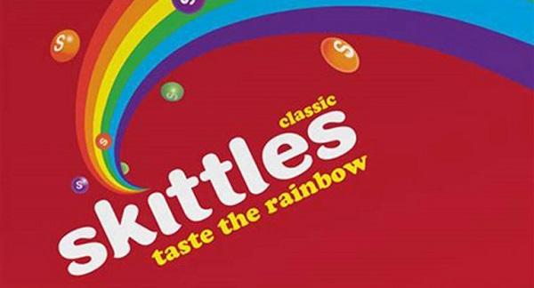 Eine Werbeanzeige für Skittles-Bonbons.