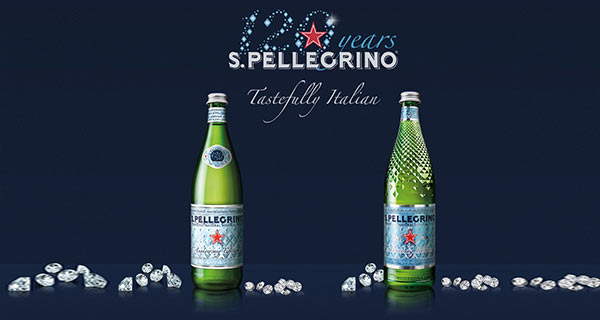 Wasserflaschen der Marke San Pellegrino.