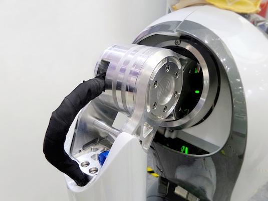 Eine Maschine mit einer Vielzahl verschiedener Bauteile.