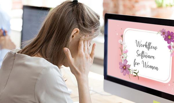 Eine Frau wirkt genervt, weil sie E-Mails mit der falschen Anrede erhält.