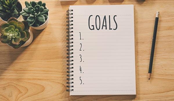 Ein Notizblock zum Aufschreiben von Zielen.