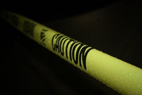 Ein gelbes Absperrband.