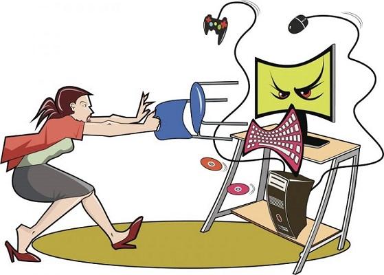 Eine Frau kämpft mit einem bösen Computer.
