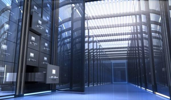 In einem Serverraum befinden sich hinter den Schutzwänden Aktenschränke, symbolisch für die Datenarchivierung.
