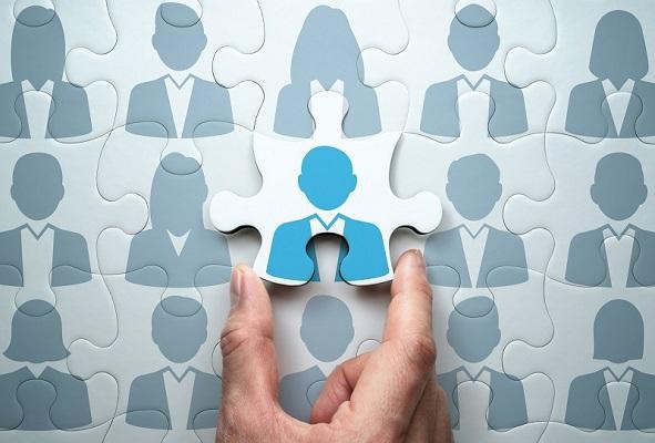 Ein Puzzle mit Unternehmern wird zusammengesetzt, symbolisch für das Netzwerken auf LinkedIn.