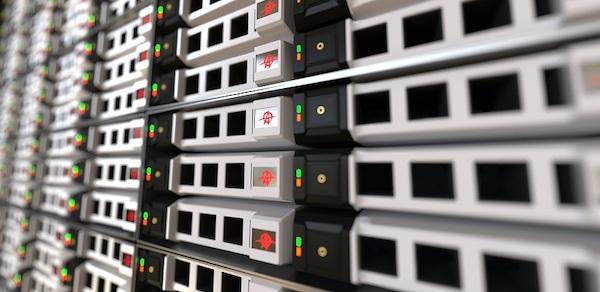 Eine Reihe von Servern in einem Rack.